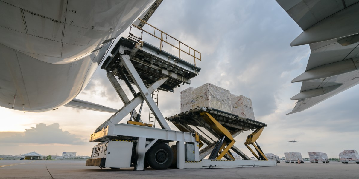 Air cargo shipment of food and other goods