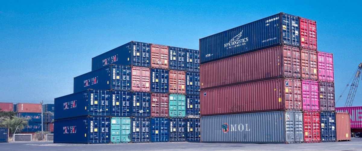 Large quantity of containers at the port